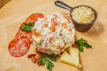 Чешский мясной салат