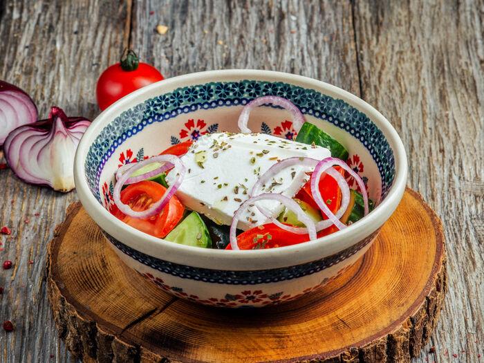 Овощной салат со сливочным сыром