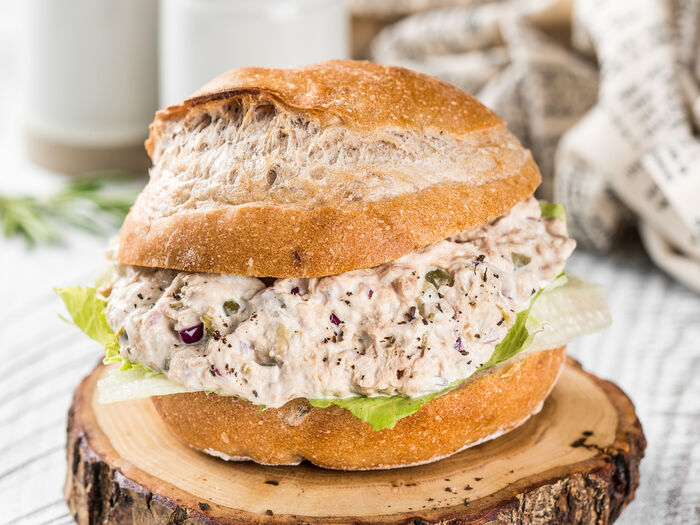 Сэндвич с тунцом и каперсами