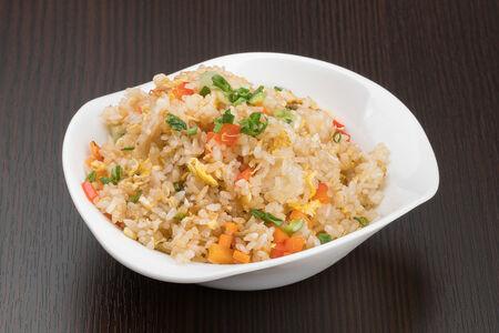 Рис жареный с яйцом и овощами