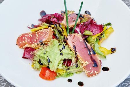 Микс салат с тунцом
