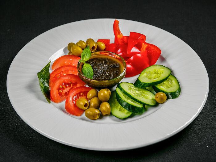 Овощи с прованской тапенадой