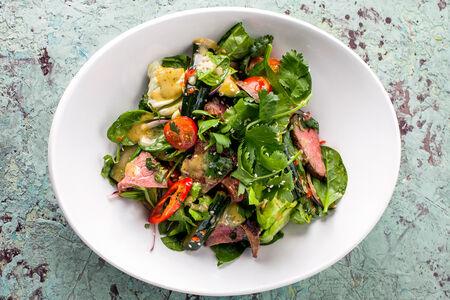 Тайский острый мясной салат