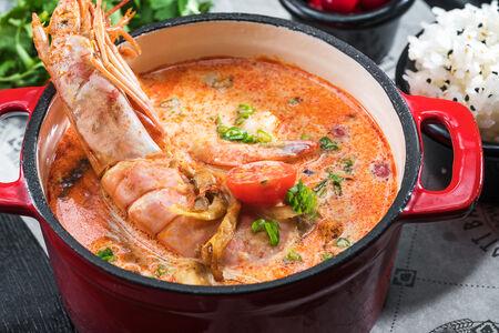 Суп Том-Ям со скандинавской клюквой