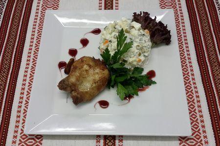 Перепелка запеченная, с салатом