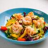 Фото к позиции меню Микс из свежих овощей и листьев салата с тигровыми креветками