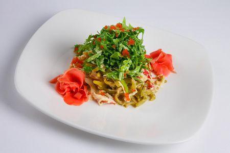 Салат с мясом краба и сельдереем