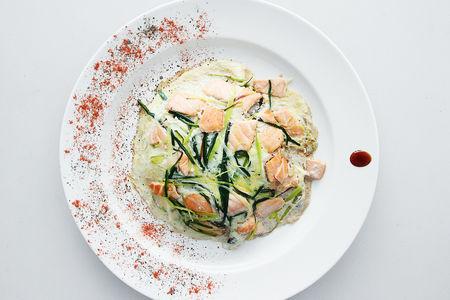 Лосось с рисом в сливочном соусе