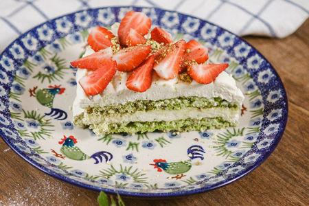 Меренга Фисташковая с ягодами