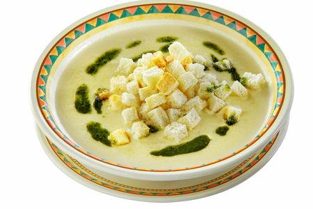 Суп с картофелем и соусом песто