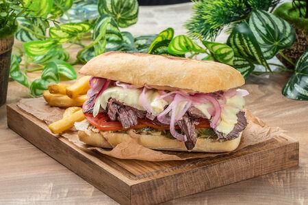 Бургер на мини-чиабатте с говяжьим стейком