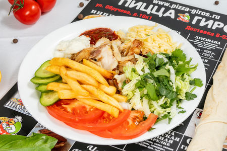 Шаурма ливанская куриная в тарелке