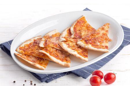 Фокачча с острой томатной заправкой и сыром