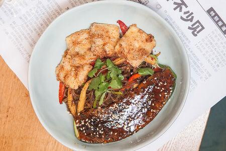Гречневая лапша со стейком из цукини и хрустящим тофу