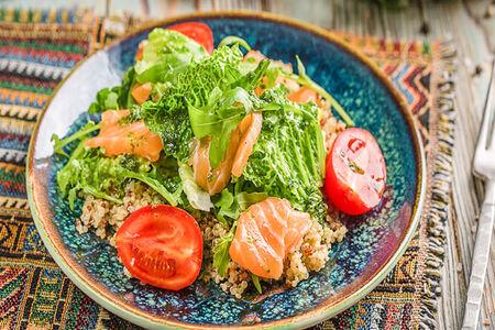 Салат  Киноа с лососем