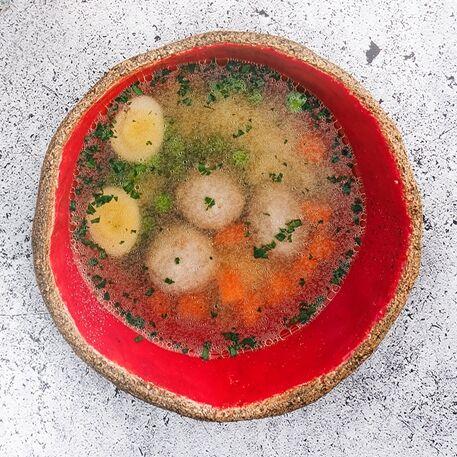 Суп с зелёным горошком и фрикадельками