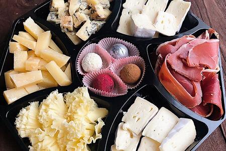 Сырная тарелка с изюминкой