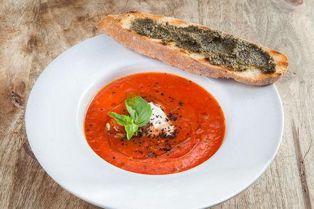 Суп томатный с моцареллой и чиабаттой