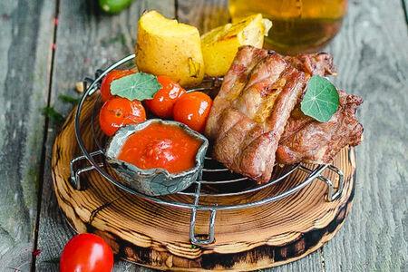Свиные ребра с золотистым картофелем