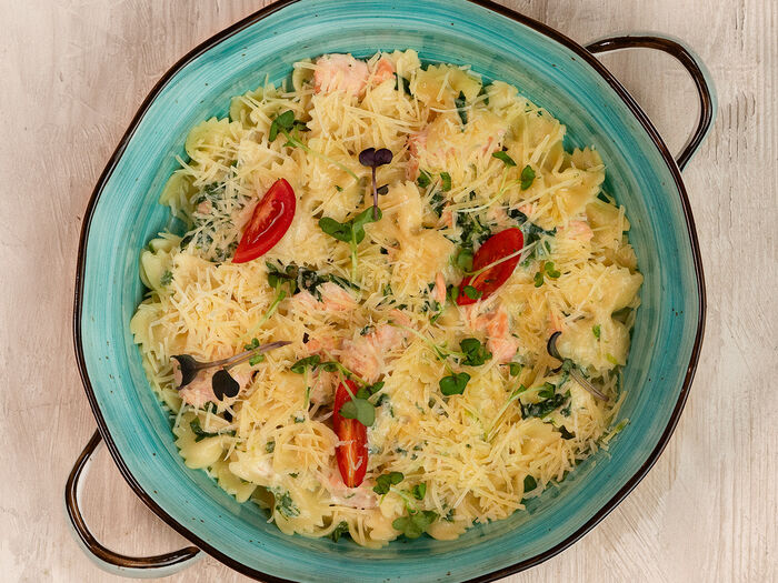 Паста Фарфалле с лососем и шпинатом в сливочном соусе