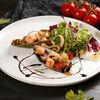 Фото к позиции меню Салат с морепродуктами и мидиями киви