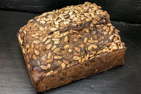 Хлеб ржано-пшеничный с семечками