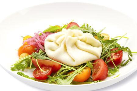 Салат Капрезе с цветными томатами