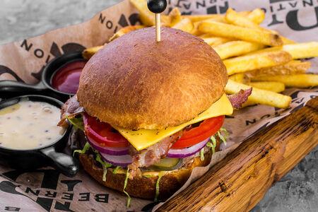 Бургер с брянской говядиной и картофелем фри