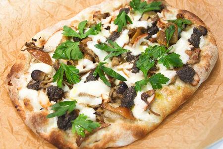 Пицца Пино Курица с грибами и трюфельным кремом