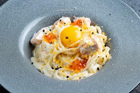 Спагетти с лососем и морепродуктами