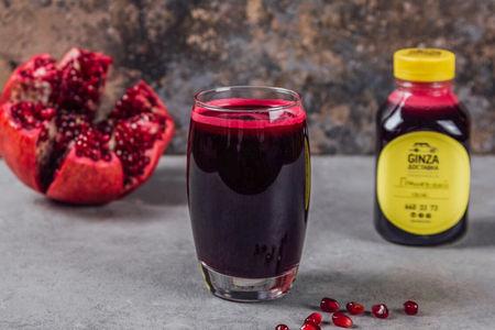 Свежевыжатый сок из гранта