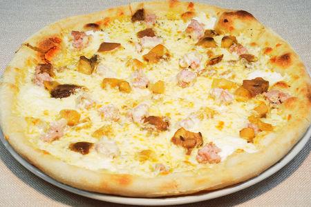 Пицца с лесными грибами и рикоттой