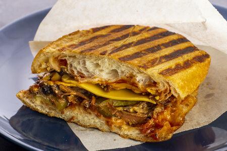 Сэндвич со свиным ребром