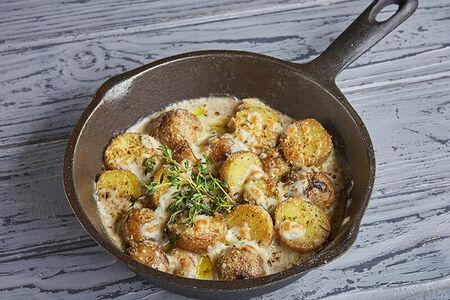 Печеный картофель в соусе тартуффо-пармиджано