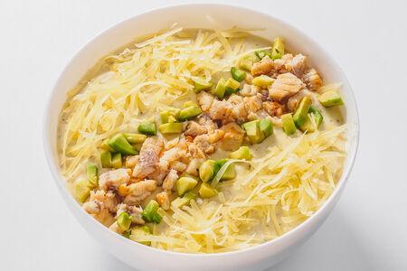 Крем-суп из запеченного картофеля с угрем и авокадо