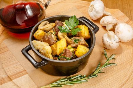 Рагу из ягненка с артишоком и картофелем
