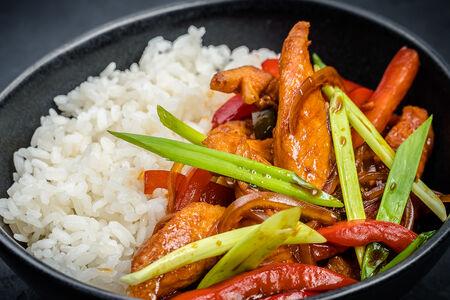 Вок рис острый с курицей