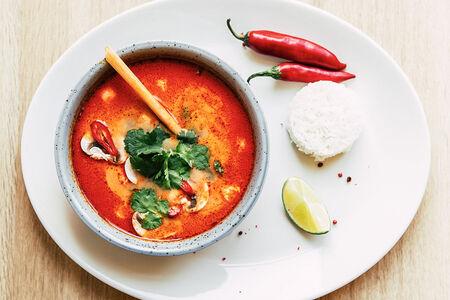 Суп Том Ям с креветками и рисом