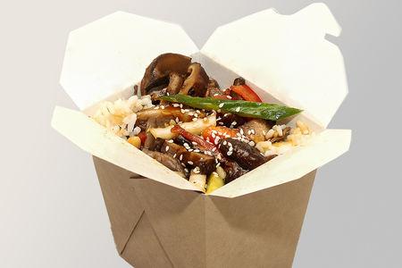 Жареный рис с тремя видами грибов