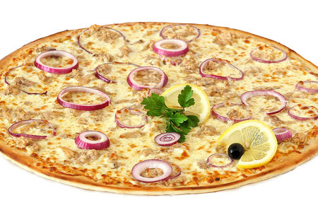 Пицца с красным луком