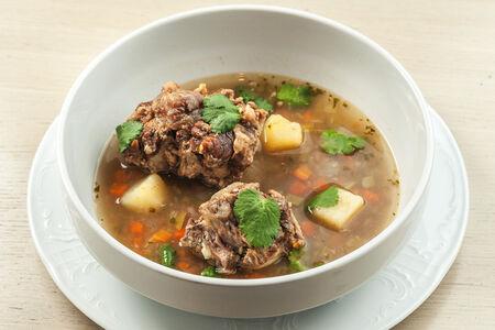 Аргентинский суп из бычьих хвостов