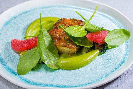 Палтус мисо с кремом из брокколи и шпинатом