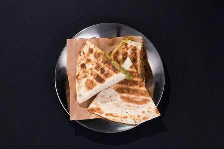 Кесадилья с курицей и сыром