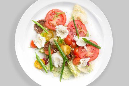 Салат из моцареллы