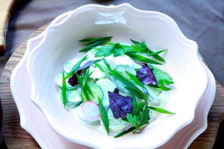 Деревенский салат с редисом