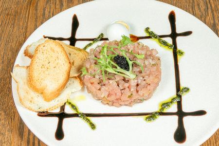Тартар из тунца с тобико