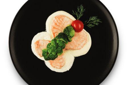 Бабочка из лосося с брокколи