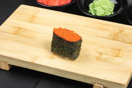 Суши с оранжевой масаго
