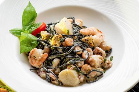 Паста черная с морепродуктами