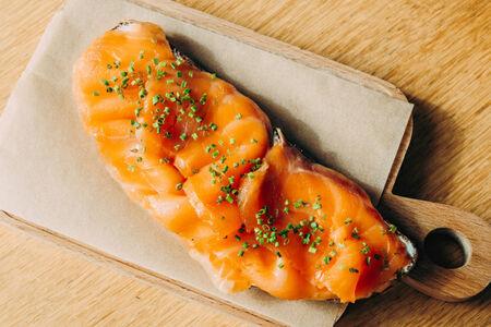 Брускетта с копченым лососем и сливочным сыром
